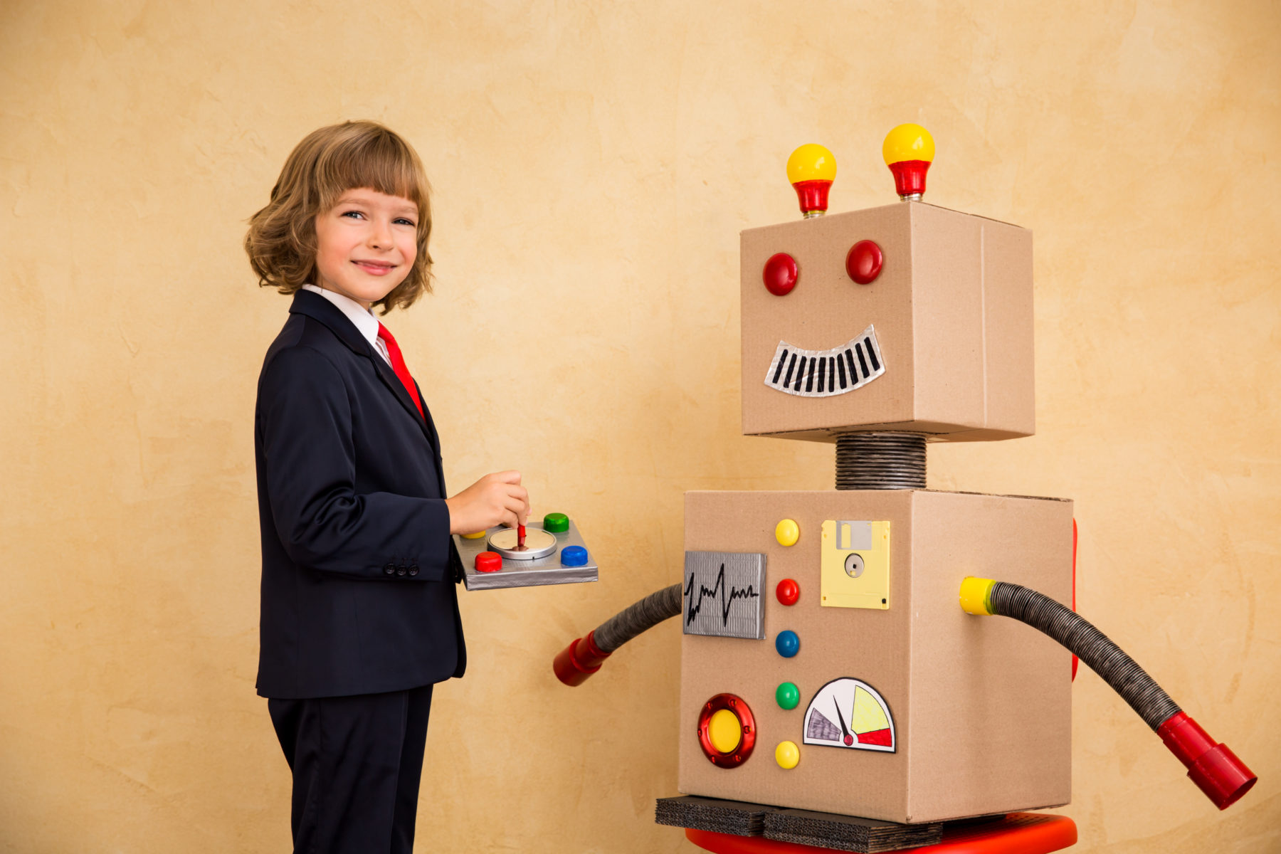 young-businessman-with-robot-PT8EBN8-e1541064148836-1.jpg